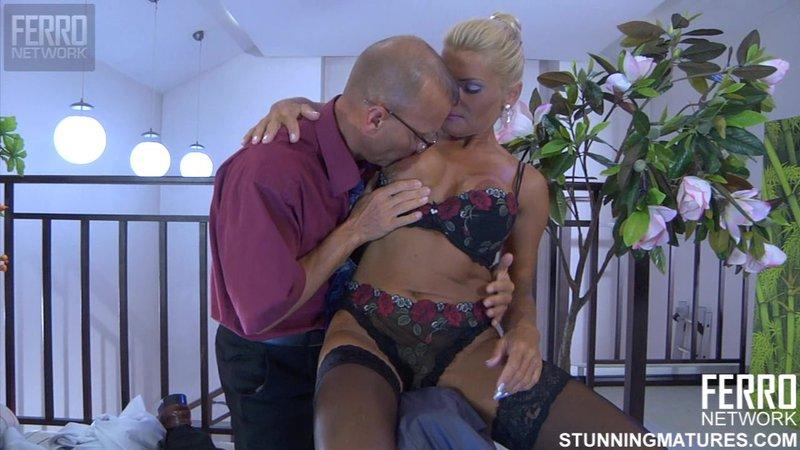 Секс в офисе с начальницей